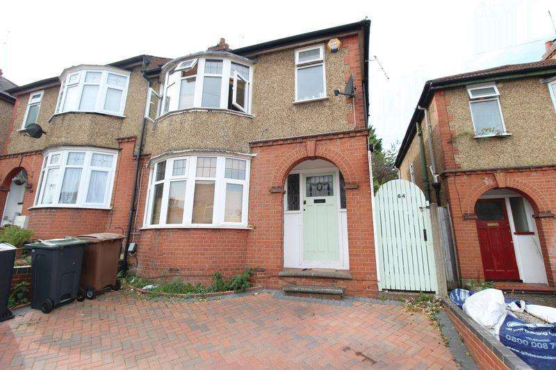 3 Bedrooms Semi Detached House for sale in Spacious CHAIN FREE Property on Seymour Road, Luton