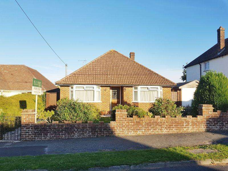 3 Bedrooms Detached Bungalow for sale in Saxon Road, Steyning
