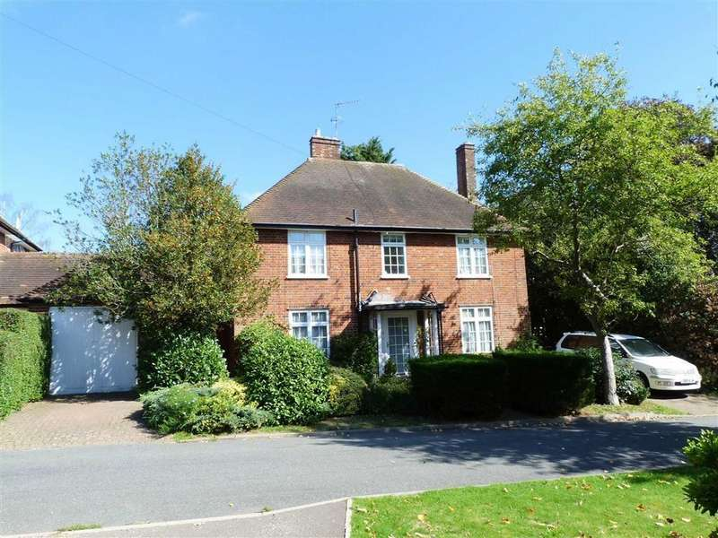 3 Bedrooms Detached House for sale in The Valley Green, West Side, Welwyn Garden City