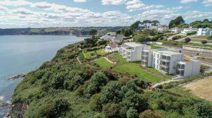 2 Bedrooms Flat for sale in Sea Road, St Austell