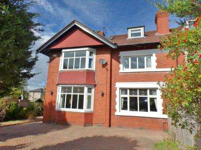 5 Bedrooms Detached House for sale in Waterpark Road, Prenton, Merseyside, CH42