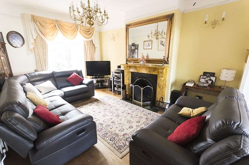 4 Bedrooms Semi Detached House for sale in Moat Road, Oldbury