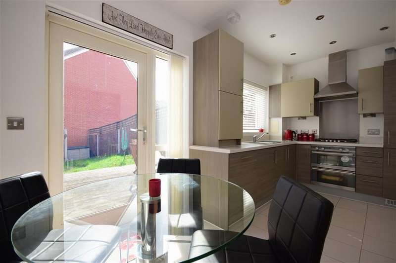 3 Bedrooms End Of Terrace House for sale in Churchill Avenue, Basildon, Essex