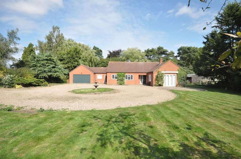 3 Bedrooms Detached Bungalow for sale in Manor Road, Easthorpe