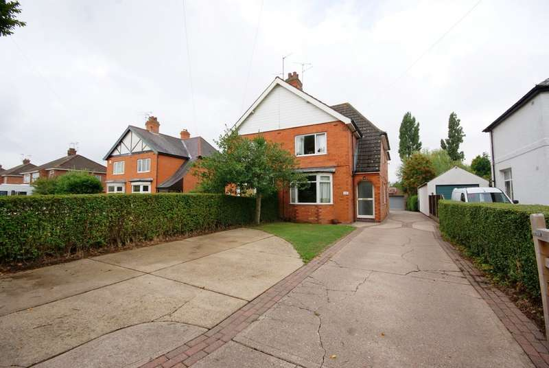 3 Bedrooms Semi Detached House for sale in Hykeham Road, Lincoln LN6