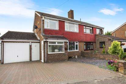 3 Bedrooms Semi Detached House for sale in Kinross Crescent, Luton, Bedfordshire, England