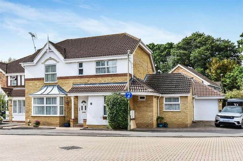 5 Bedrooms Detached House for sale in Broadmead, Farnborough, Hampshire
