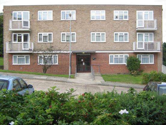 2 Bedrooms Flat for sale in Patricia Court , Upper Wickham Lane , Welling DA16