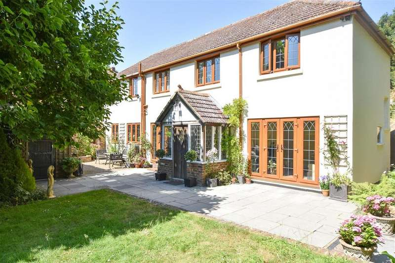 5 Bedrooms Detached House for sale in Ashburnham Road, Hastings