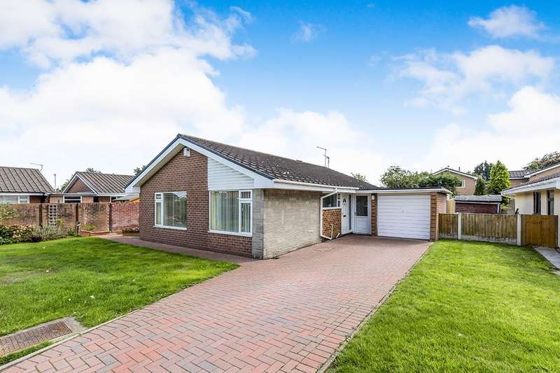 3 Bedrooms Detached Bungalow for sale in Moreton Drive, Holmes Chapel, Crewe, CW4