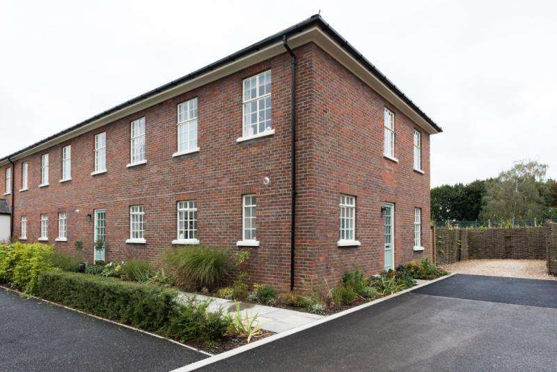 4 Bedrooms Terraced House for sale in The Officers Mess, Orchard Lane, Garden Quarter