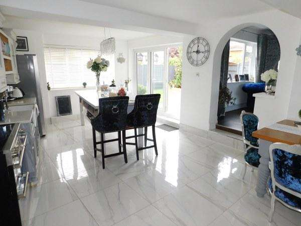3 Bedrooms Detached House for sale in Temptin Avenue, Canvey Island, Essex, SS8 8LE