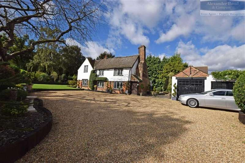 5 Bedrooms Detached House for sale in London Road, Woolmer Green, Herts, SG3