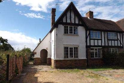 2 Bedrooms Semi Detached House for sale in Bleak Hall Cottages, London Road, Biggleswade, Bedfordshire