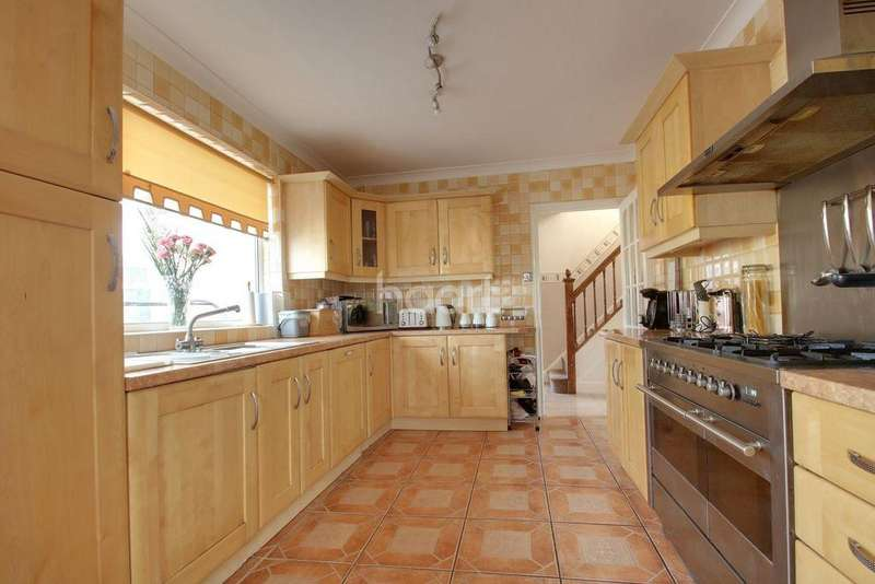 5 Bedrooms Detached House for sale in Hollywood Lane, Wainscott, ME3