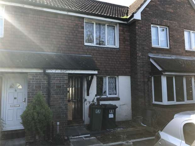 2 Bedrooms Terraced House for sale in Dundonald Close, Beckton, London
