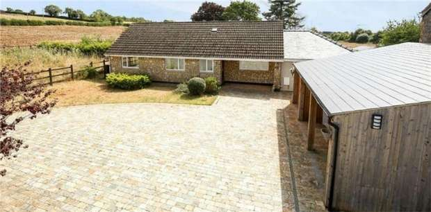 3 Bedrooms Detached Bungalow for sale in Redfield Hill, Oldland Common, Bristol, Gloucestershire
