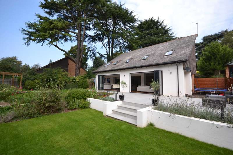 4 Bedrooms Detached House for sale in Wychcotes, Caversham Heights