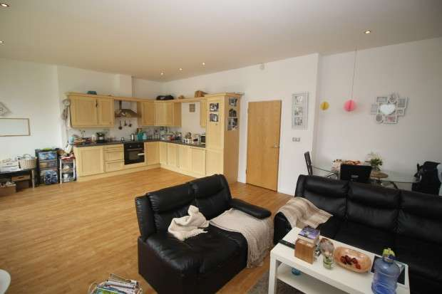 2 Bedrooms Apartment Flat for sale in Warwickgate House Warwickgate House, 7 Warwick Road, Manchester, M16