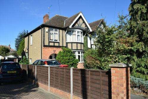 3 Bedrooms Semi Detached House for sale in Stoke Poges Lane, Slough