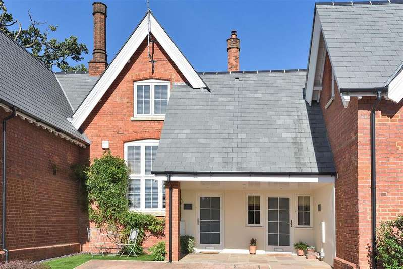 3 Bedrooms Semi Detached House for sale in Reading Road, Wokingham, Berkshire, RG41 1RL