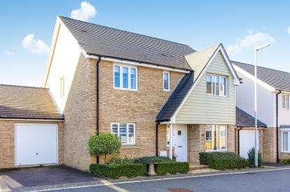 4 Bedrooms Detached House for sale in Bargroves Avenue, St. Neots, Cambridgeshire