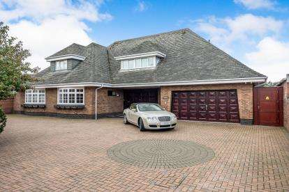 4 Bedrooms Detached House for sale in Selworthy Road, Southport, Merseyside, PR8