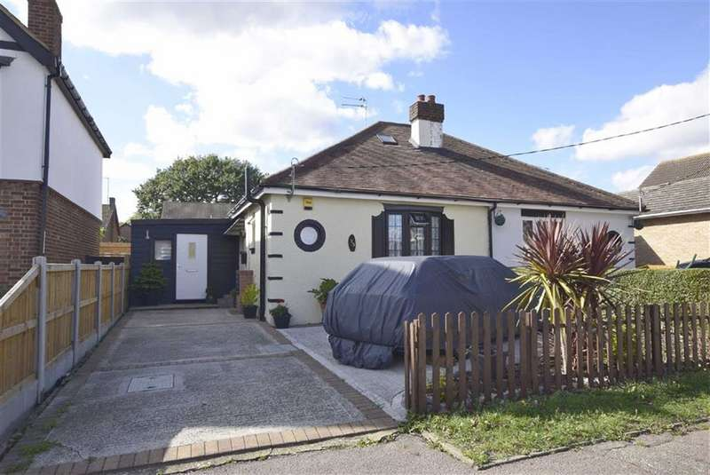 2 Bedrooms Semi Detached Bungalow for sale in Brackendale Avenue, Basildon, Essex