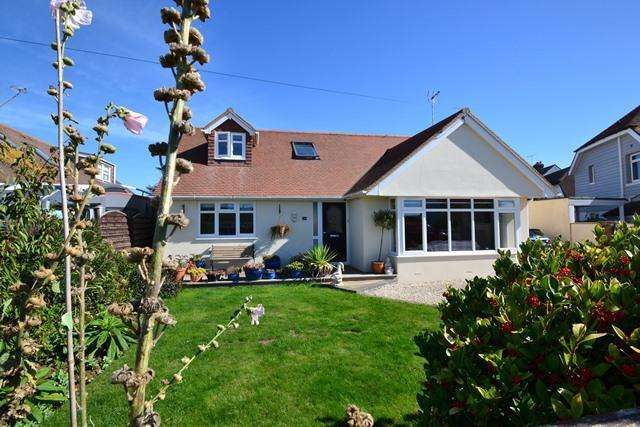 4 Bedrooms Chalet House for sale in West Drive, Ferring, West Sussex, BN12 5QY