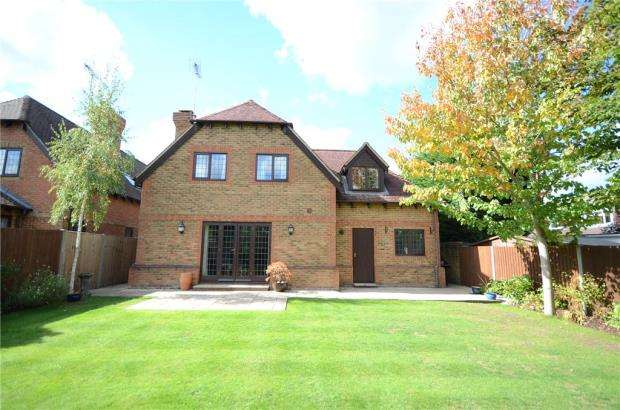 4 Bedrooms Detached House for sale in Little Foxes, Finchampstead, Berkshire