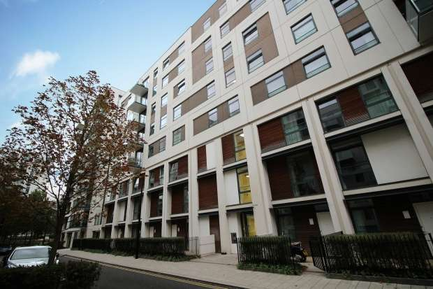 3 Bedrooms Apartment Flat for sale in Scarlet Close, London, Greater London, E20 1FH