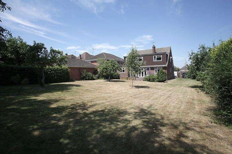 4 Bedrooms Detached House for sale in Development potential for 2x 3 bedroom detached properties, Luton