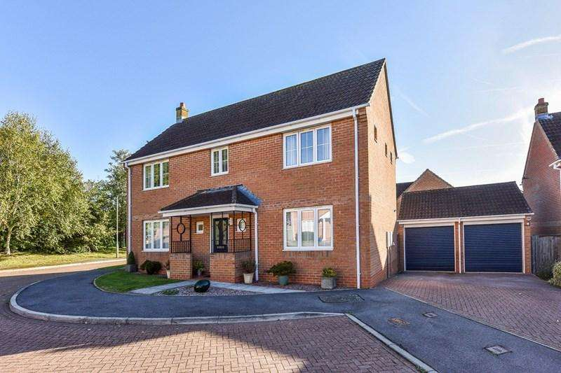 4 Bedrooms Detached House for sale in Cuxhaven Way, Andover