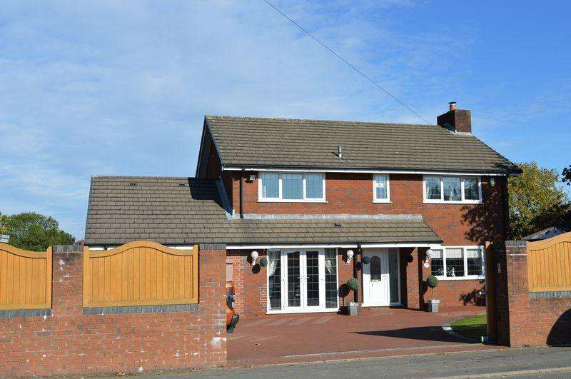 4 Bedrooms Detached House for sale in Newton Road, Lowton, WA3 1JE