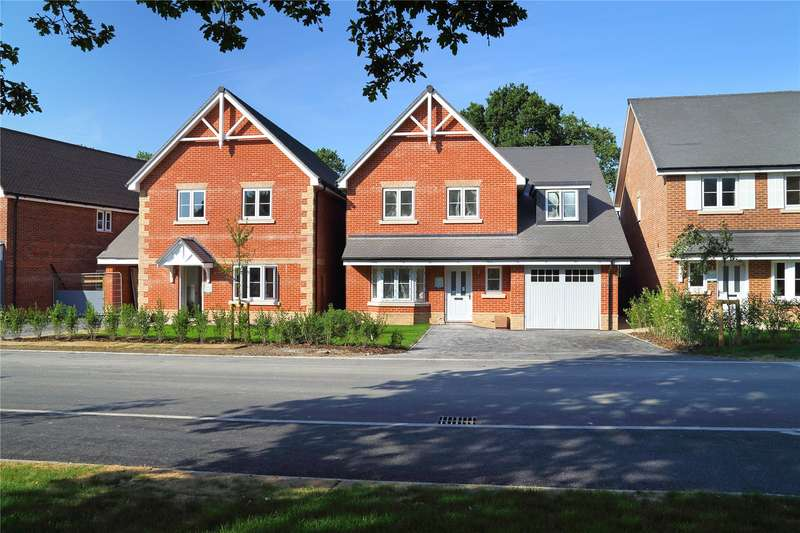 4 Bedrooms Detached House for sale in Oaks Meadow, West End, Woking, Surrey, GU24