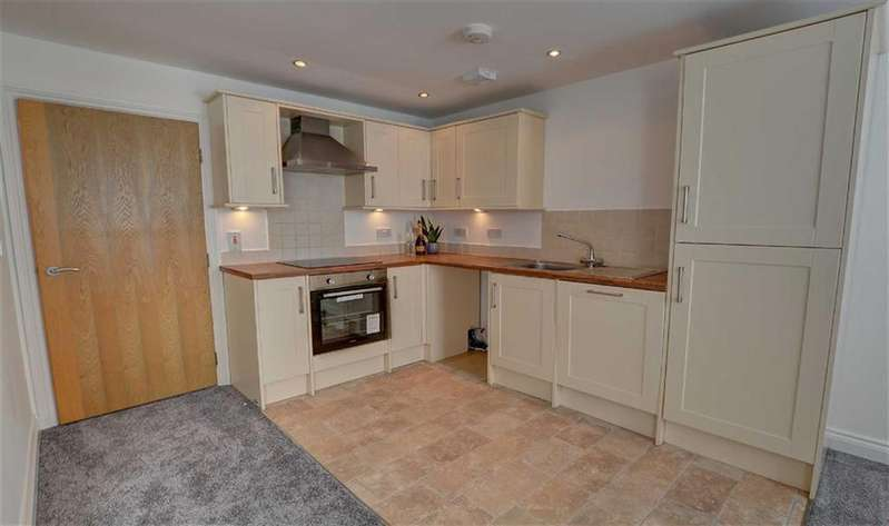 2 Bedrooms Apartment Flat for sale in Stephenson Drive, Burnley, Lancashire