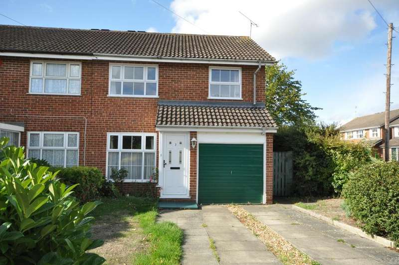 3 Bedrooms Semi Detached House for sale in Dunbar Drive, Woodley, Reading. RG5 4HA