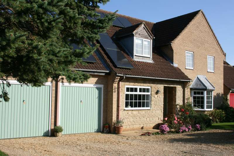 4 Bedrooms Property for sale in Cumberland Gardens, Castle Bytham, Grantham