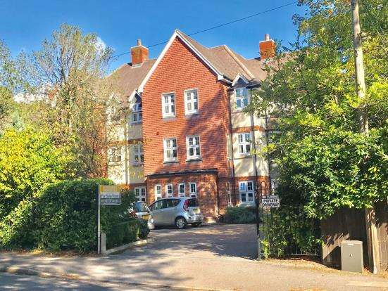 2 Bedrooms Flat for sale in Branksomewood Road, Fleet, Hampshire