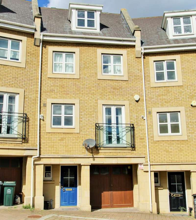 6 Bedrooms Town House for sale in Kingisher drive, Waterstone Park, Greenhithe DA9