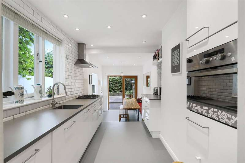 3 Bedrooms House for sale in Vivian Road, Bow, London, E3