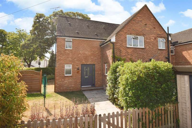 4 Bedrooms Semi Detached House for sale in Harcourt Close, Dorney Reach, SL6