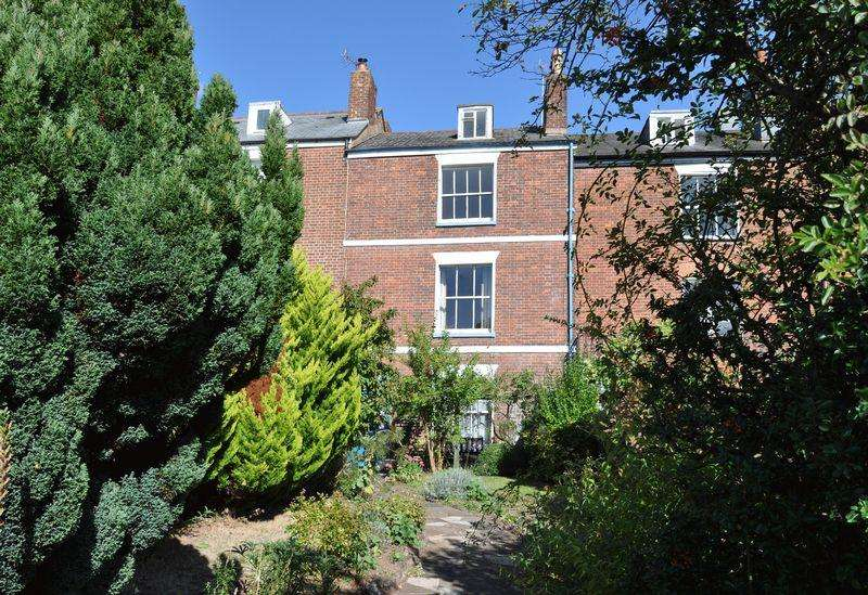 5 Bedrooms Terraced House for sale in Newtown