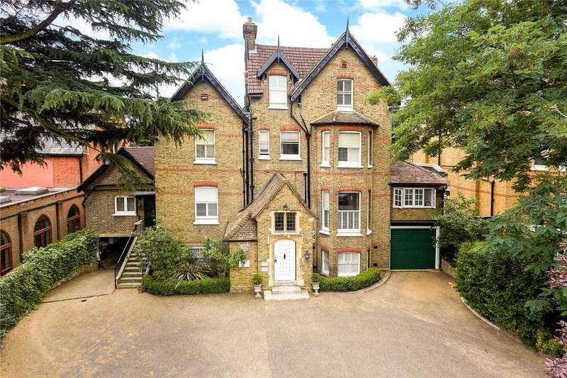 3 Bedrooms Flat for sale in Lingfield Road, London, SW19