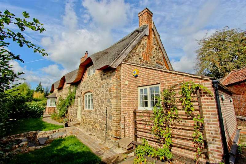 3 Bedrooms Cottage House for sale in Main Street, Newtown Linford