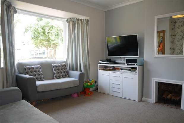 3 Bedrooms Semi Detached House for sale in Welland Park Road, Market Harborough, Leicestershire