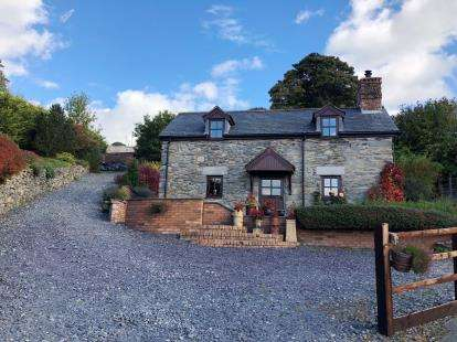 3 Bedrooms Detached House for sale in Betws Gwerfil Goch, Corwen, Denbighshire, LL21