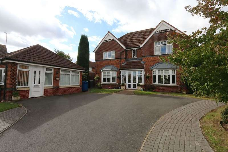 4 Bedrooms Detached House for sale in Ascot Drive, Dosthill, Tamworth, Staffordshire, B77 1QL