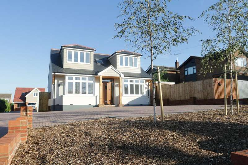 4 Bedrooms Detached House for sale in Rayleigh Road, Thundersley SS7