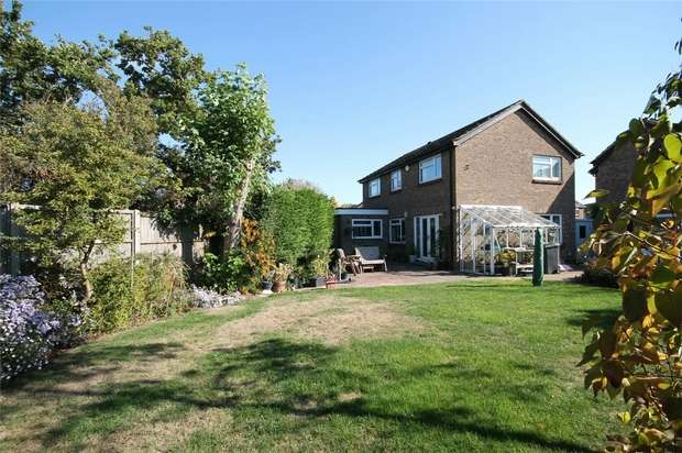 4 Bedrooms Detached House for sale in Churnet Close, Bedford